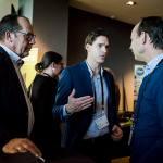 3 mannen bespreken iets op Nationaal Congres Veilig Voedsel 2019